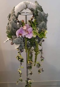 Corona de flor variada.