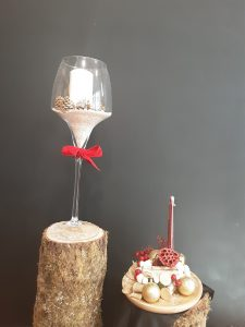 Decoración para navidad con copa de cristal
