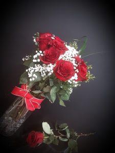 Jarrón rosas rojas.