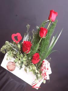 Caja decorada para regalo de San Valentín.