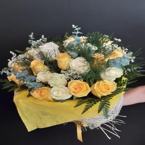 Rosas amarillas y blancas.